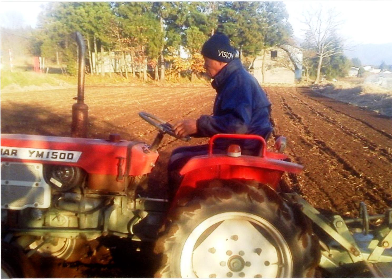 /data/project/493/畑で農作業.jpg